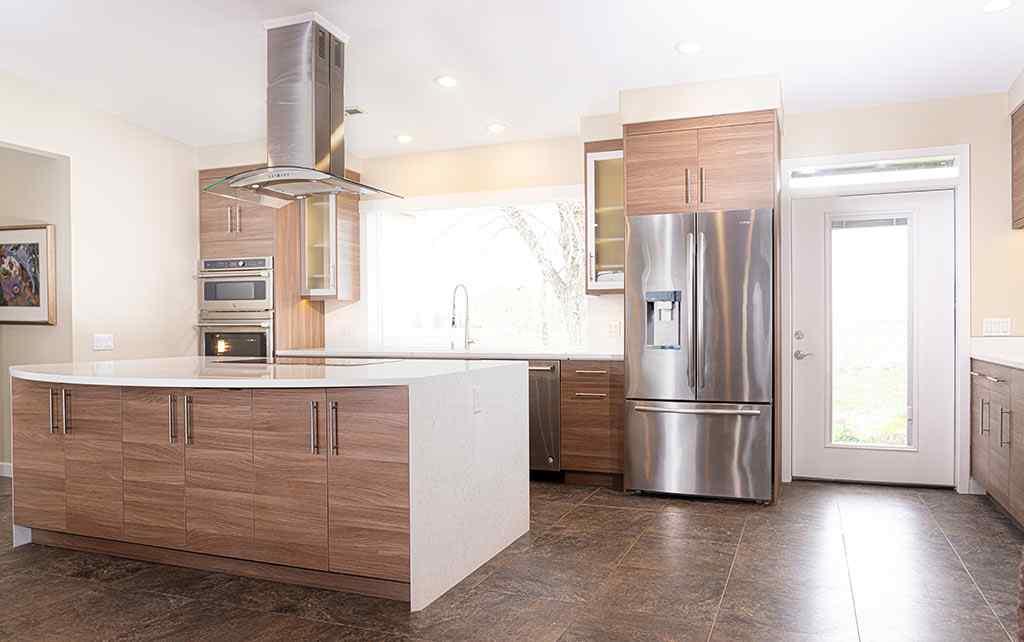 Full-Kitchen-from-front-door